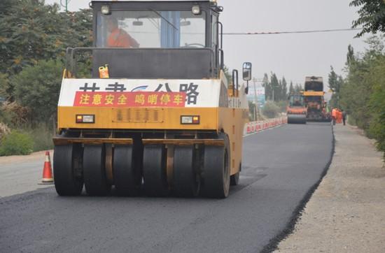 公路砼路面施工规范_其余工程量正在紧张的施工中,预计8月底将完成全部路面施工.